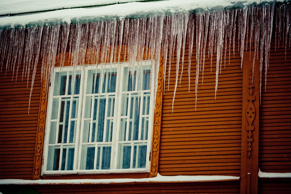 Ice Dams & Icicles in Gutters
